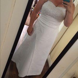 David's Bridal wedding dress size 16 18